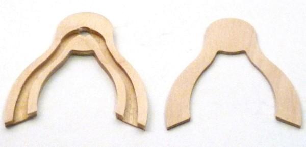 Lichtertüllenhalter für Ecke aus Birkesperrholz, mit eingefräster Kabelnut